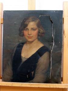 Retrato femenino. Óleo sobre lienzo-inicial anverso